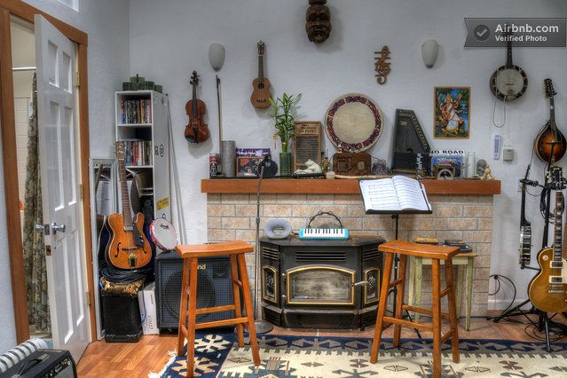 Music Room https://a1.muscache.com/pictures/5374974/large.jpg