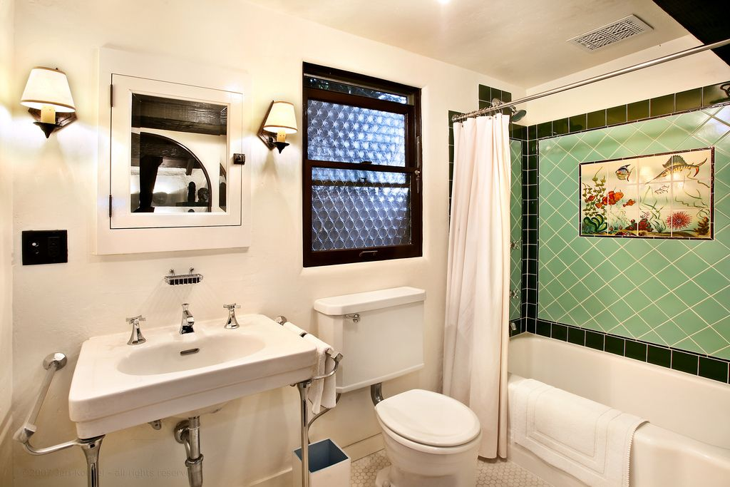 1920 s style bathroom decor for Bathroom ideas 1920 s