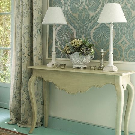 Decorating shabby chic console table