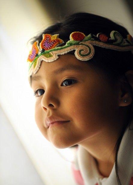 Native ragazza americana della tribù corvo.