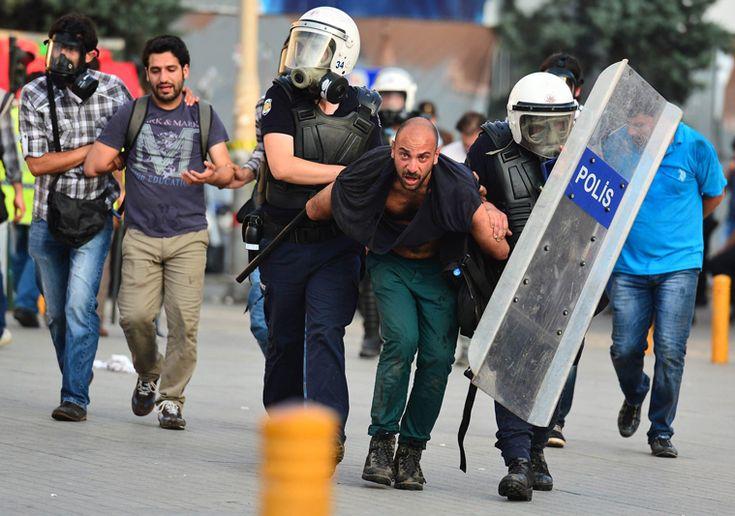 L'Arresto del Fotografo Daniele Stefanini a piazza Taksim, il 16 giugno.