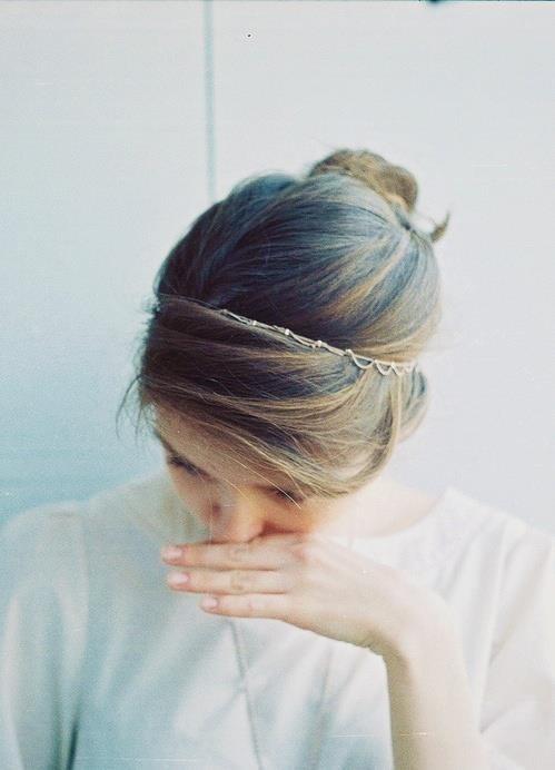 El color, la diadema, el peinado...