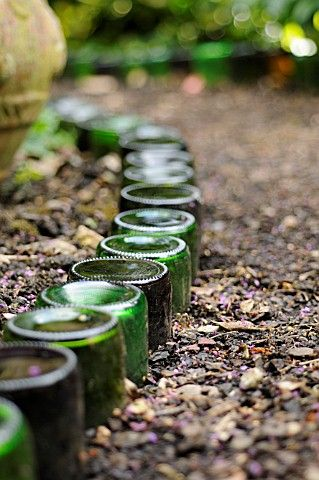 Garrafa de vidro borda jardim