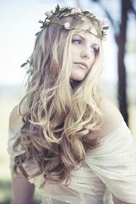 """Những kiểu tóc đơn giản mà nổi bật cho cô dâu GIÁO TRÌNH DẠY NGHỀ TẠO MẪU TÓC TOÀN DIỆN KORIGAMI (5+) TẬP TRUNG ĐÀO TẠO 5 LĨNH VỰC QUAN TRỌNG NHẤT CỦA NGÀNH TÓC ... HƯỚNG BẠN VÀO 5 MỤC TIÊU QUAN TRỌNG NHẤT NHẰM ĐẠT THÀNH CÔNG TRÊN CON ĐƯỜNG TRỞ THÀNH NHÀ TẠO MẪU TÓC CHUYÊN NGHIỆP ...  (1+) ... TOÁN HỌC NGÀNH TÓC KORIGAMI ( niềm tự hào mang tên Korigami .. là lĩnh vực nghiên cứu tâm đắc nhất độc đáo nhất mang tên Korigami ) ... Bất cứ bạn làm việc trong lĩnh vực nghề nghiệp nào đòi hỏi sự chính xác ... bắt buộc bạn phải có căn bản về toán học ... số học ... hình học ... hình học không gian 3 chiều (3D) ... Korigami khẳng định là bộ giáo trình đầu tiên tại Việt Nam dạy cho bạn các """"công thức toán học chuyên ngành tóc"""" dành riêng cho người Việt ... gần gũi và dễ hiểu tương đương với trình độ toán lớp 5 tại trung học phổ thông cơ sở ... Bộ công thức toán sinh học phân biệt điểm chuẩn - đường chia chuẩn - khu vực - tầng - tép tóc - mảng tóc - khối tóc ...e Bộ công thức toán xác định vị trí làm việc - góc nâng - góc bắt - góc kéo ... Bộ công thức toán số học gồm các công thức (L ... độ dài ) - ( P ... độ đuổi phom ) - ( V ... độ dầy ) - ( T ... độ đuổi tầng ) - ( X ... độ xoăn xù cơ học ) ... Bộ công thức toán cắt tóc hình học không gian gồm định vị khối vuông - định vị khối tròn - định vị khối chuyển động - định vị khối đa giác ... Bộ ký hiệu ngành tóc Korigami ... Đây là nền tảng để xây dựng nên cuốn giáo trình Korigami ... LÀM CHỦ LĨNH VỰC TOÁN HỌC GIÚP BẠN KIỂM SOÁT CHÍNH XÁC MỌI KỸ THUẬT TẠO KIỂU TÓC CỦA MÌNH ... TÁC PHẨM CÀNG ĐẠT THÔNG SỐ TOÁN HỌC CHÍNH XÁC BAO NHIÊU CÀNG NHANH HOÀN TẤT VÀ ĐẸP BẤY NHIÊU  (2+) ... VẬT LÝ + SINH HỌC NGÀNH TÓC: bộ môn dạy cho cấu trúc vật lý sinh học của tóc - cấu trúc vật lý sinh học mô hình đầu người + gương mặt + cổ vai gáy + thân hình ... Hướng dẫn bạn muôn vàn cách thức làm biến đổi hình dáng từng sợi tóc - từng tép tóc - từng mảng khối tóc do tác động vật lý cơ học có sử dụng và không sử dụng dụng cụ tạo kiểu hoặc sản phẩm tạo ki"""