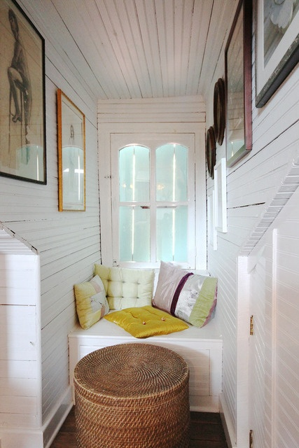 Reading Nook in an unusal small space u dont know what to do with!