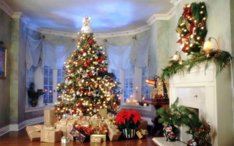 Headline for 15 Amazing DIY Christmas Trees
