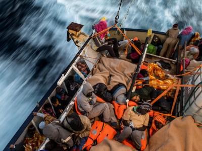 """""""Reisen"""", ein Migrationsroman von Helon Habila: Geschichten sind ihre Währung"""