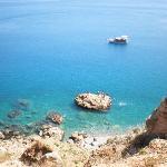 地中海のきらめくビーチ