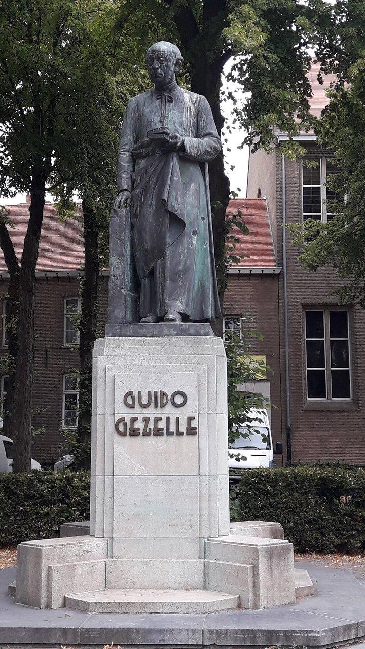 Monument to Guido Gezelle (Brujas) - 2020 Qué saber antes de ir ...