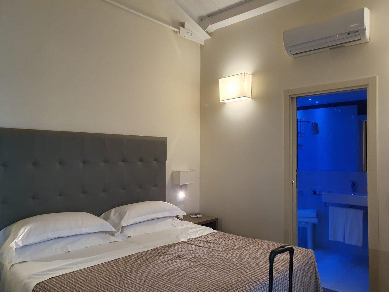 Armadio l 252 p 54 h 251. Camera Da Letto Picture Of Savoia Hotel Regency Bologna Tripadvisor