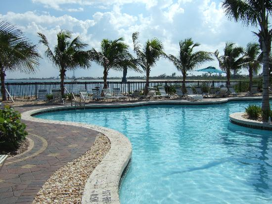 Plan a romantic dinner with your partner or sit down to dine with a group of friends. Kingfish Building Pool Picture Of Marriott S Ocean Pointe Palm Beach Shores Tripadvisor