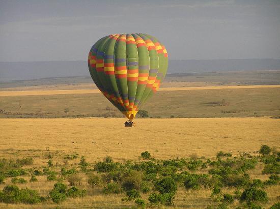 Afrique : Balloon flight over the Mara
