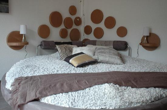 grand lit rond photo de entre cour et