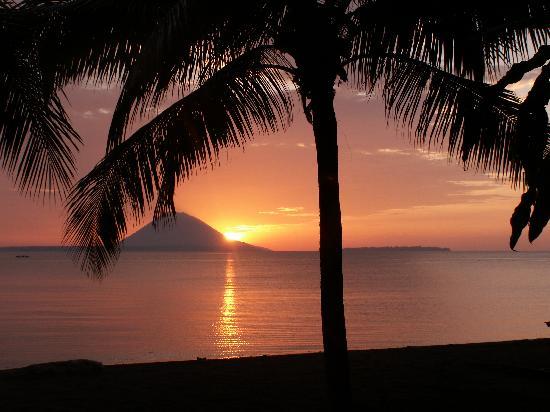 Manado, Indonesia: sunset Kima Bajo