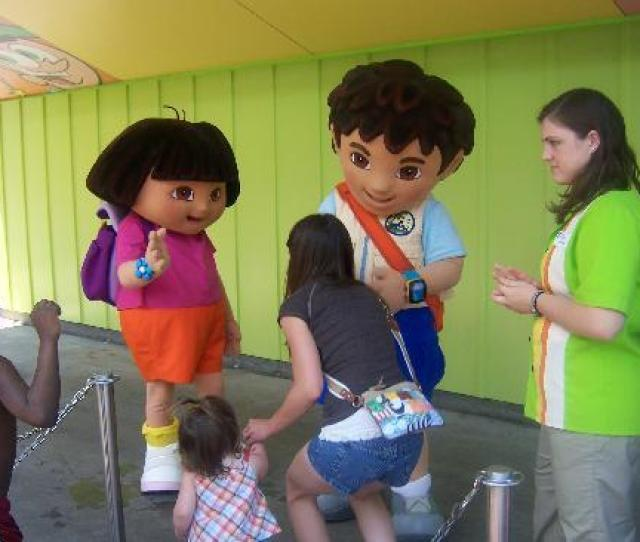 Kings Dominion Dora And Diego Meet And Greet In The Nick Jr Area