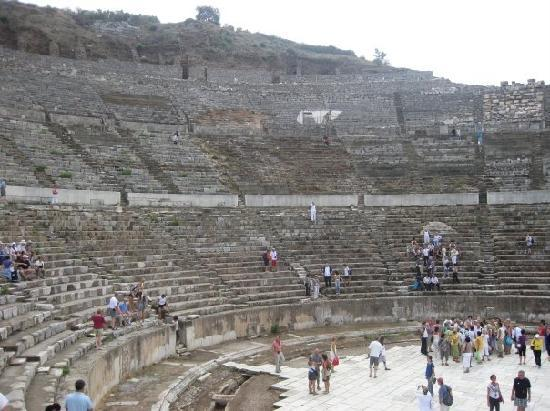 Kusadasi, Turquia: aphitheatre at Ephesus... worth visiting!