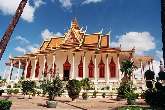 https://i1.wp.com/media-cdn.tripadvisor.com/media/photo-s/01/6f/fc/d4/phnom-penh.jpg