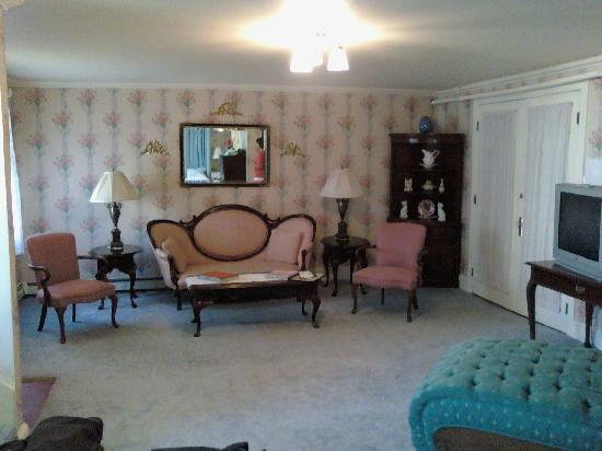 There Is A Raised Double Jacuzzi Off To The Left You Can See The King Bed In The Mirror Picture Of Wilbraham Mansion Cape May Tripadvisor