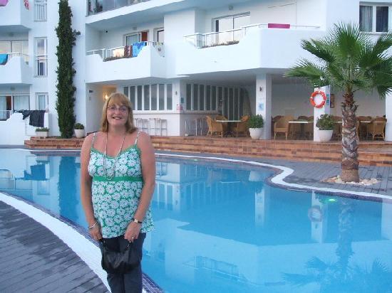 Ferrera Beach Apartments Hotel Pool