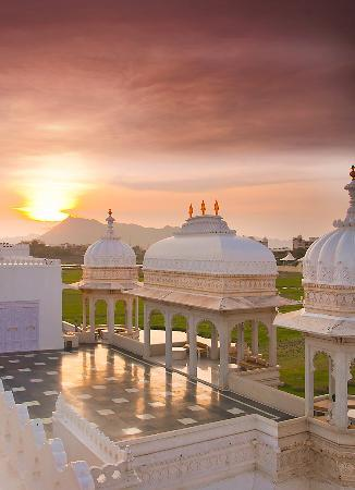 udaipur taj lake palace rajasthan india sunset architecture