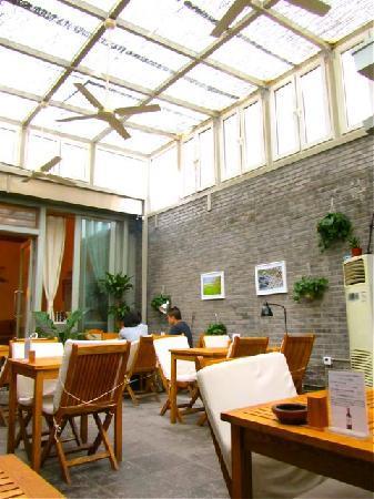 https://i1.wp.com/media-cdn.tripadvisor.com/media/photo-s/01/a9/0b/e7/vineyard-cafe-beijing.jpg