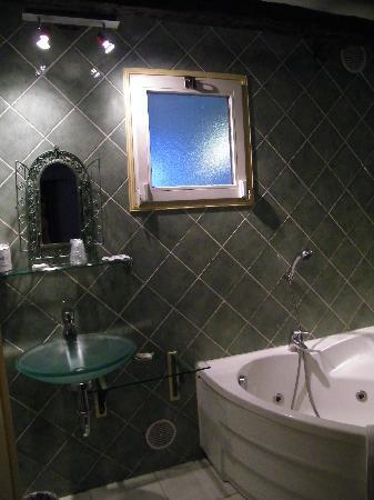 tsilaosa hotel and spa sdb avec baignoire balneo