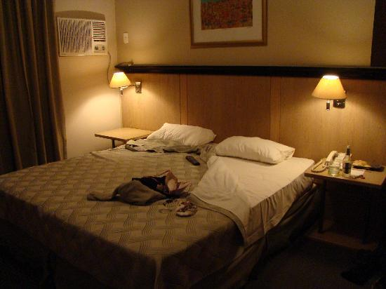 Room: Queen Size Bed And Average Linens