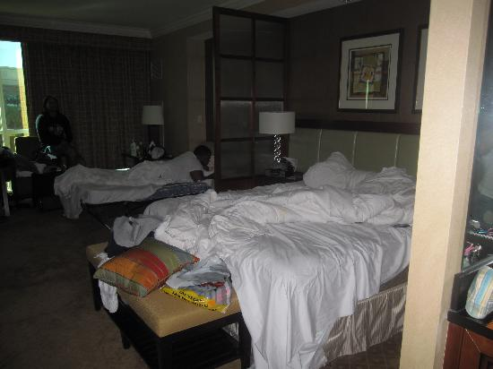 Signature At Mgm Grand 1 King Bed And Sofa No Double Beds