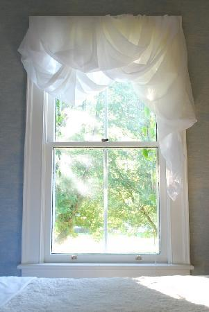 bedroom window - picture of paris guest house, niagara-on-the-lake