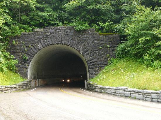 Tunnel on New Found Gap Rd - Bild från Newfound Gap Road, Great ...