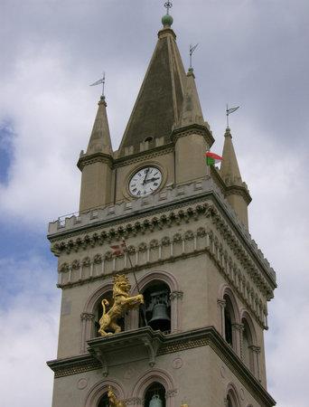 Колокольня Кафедрального собора с часами