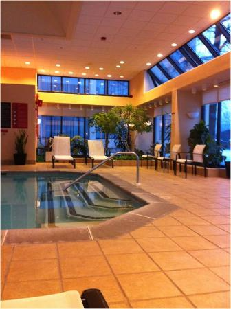 Pool To The Right Picture Of Hanover Marriott Whippany