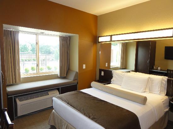Microtel Inn Suites By Wyndham Woodstock Atlanta North The Bed
