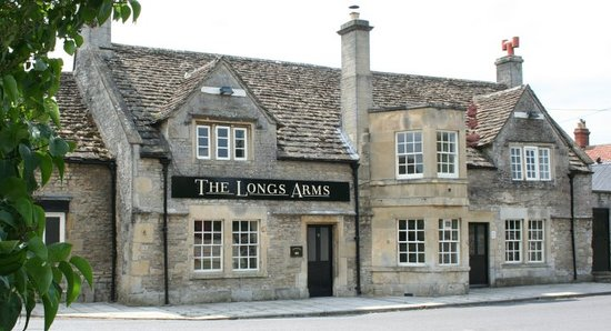 Front view of The Longs Arms