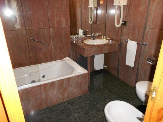 Alcazar Segovia Bathroom