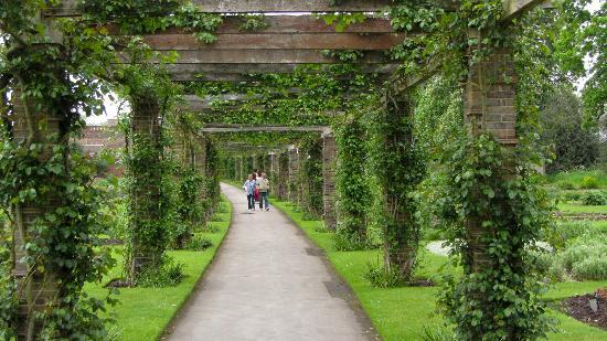 covered garden walkway Covered walkway at Kew Gardens - Picture of Royal Botanic