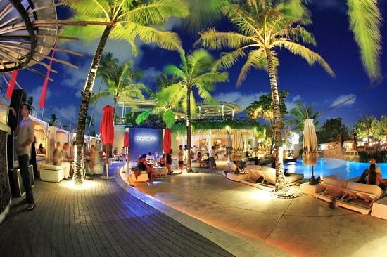 Cocoon by night - Picture of Cocoon Restaurant Bar Beach ...