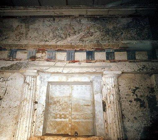The facade of the tomb of Phillip II - The hunting scene - Εικόνα του  Μουσείο Βασιλικών Τάφων της Βεργίνας, Βεργίνα - Tripadvisor