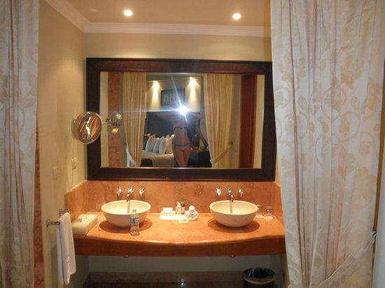 Double Sinks In Emerald Suite Picture Of Valentin