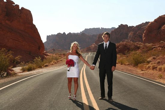 Wedding Couple At Valley Of Fire Picture Of Scenic Las Vegas Weddings Chapel Las Vegas