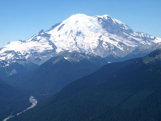 Stay left, pass the lake and meet up with the silver creek trail. View Of Mt Rainier At The Top Bild Von Crystal Mountain Scenic Gondola Ride Tripadvisor