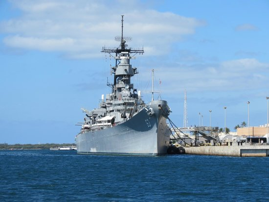 Mighty guns on the Mighty Mo - Picture of Battleship ...
