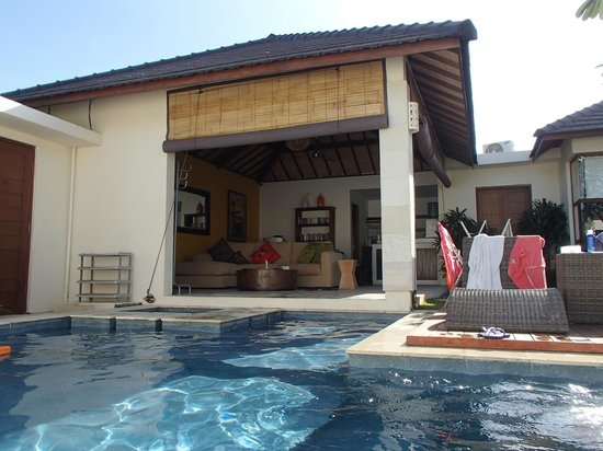 villa 8 3bedroom with l shape swimming