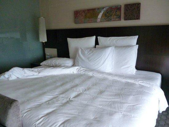 Hilton Kuala Lumpur Extra Large King Size Bed Room 2224