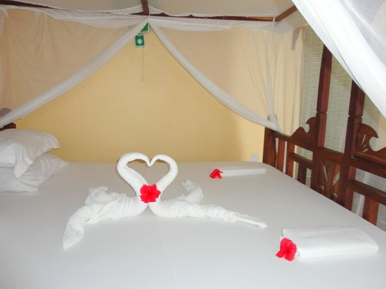 View In Gallery Valentine S Day Diy Ideas For A Romantic Bedroom