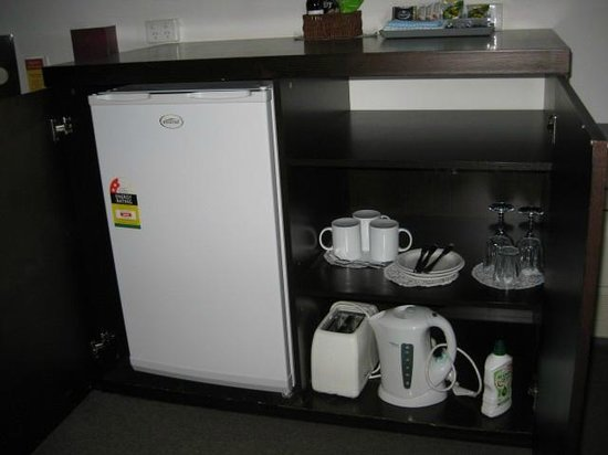 enclosed fridge in bedroom - picture of mercure port of echuca