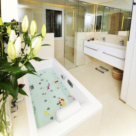 hotel calma blanca chambre paloma baignoire balneo douche