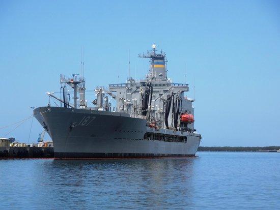 The battleship - Picture of Battleship Missouri Memorial ...