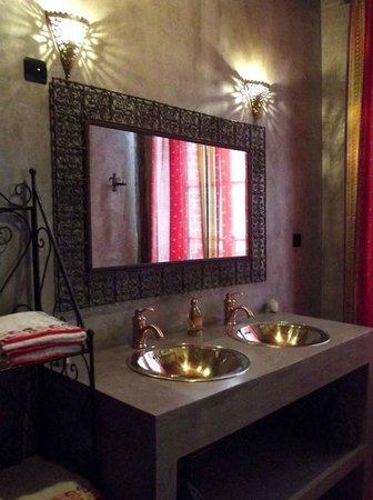 salle de bains de la chambre ethnique