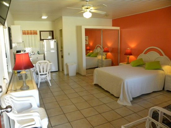 Aruba Quality Apartments Suites Studio Apartment With A Queen Size Bed